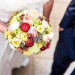 Rund brudebuket med septemper blomster
